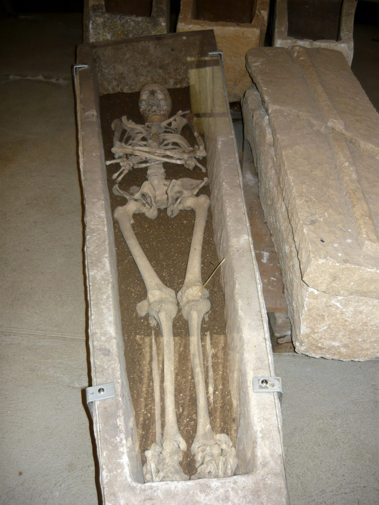 Photo d'un sarcophage mérovingien